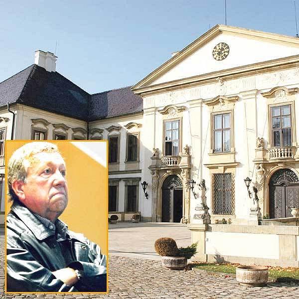 Tady jsem teď pánem já! VítězslavKumpera je novým majitelem barokního zámku v Kolodějích.