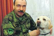 Pavel Onodi se svým labradorem Edym.