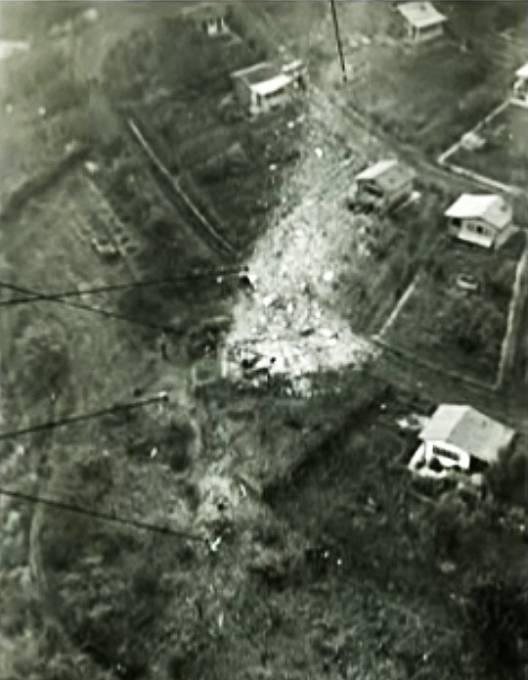První náraz letadla do země nastal v řadě chatek nejblíž k Vltavě.