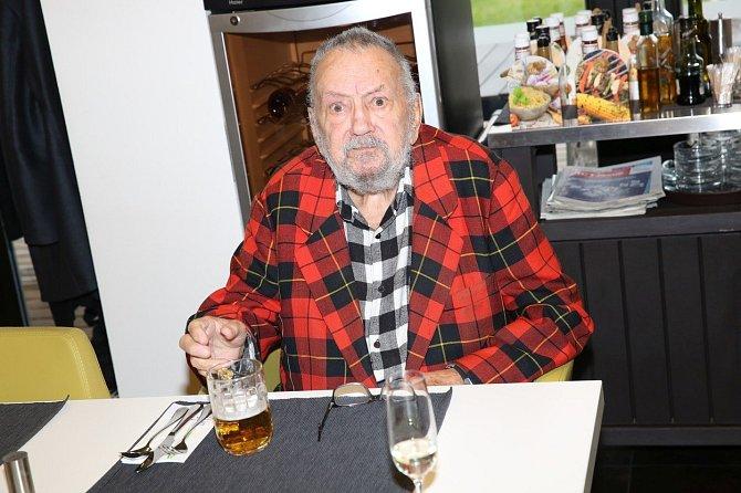 Otcem její jediné dcery je Břetislav Staš.