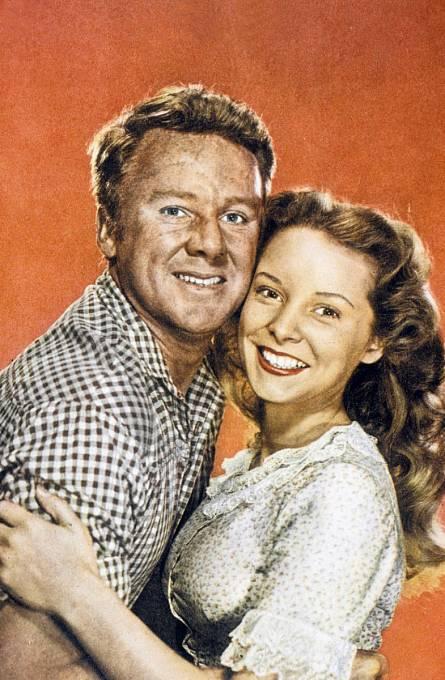 20 let: Poprvé před kamerou vkomedii The Romance of Rosy Ridge (1947). Nasnímku sVanem Johnsonem.