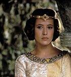 Isabella je princezna Francie, která je zaslíbena budoucímu králi Edwardu II., sblíží se s Williamem Wallacem a to natolik, že spolu počnou potomka. V reálné historii to bylo kapku jinak. Ale pro film ideální zápletka.