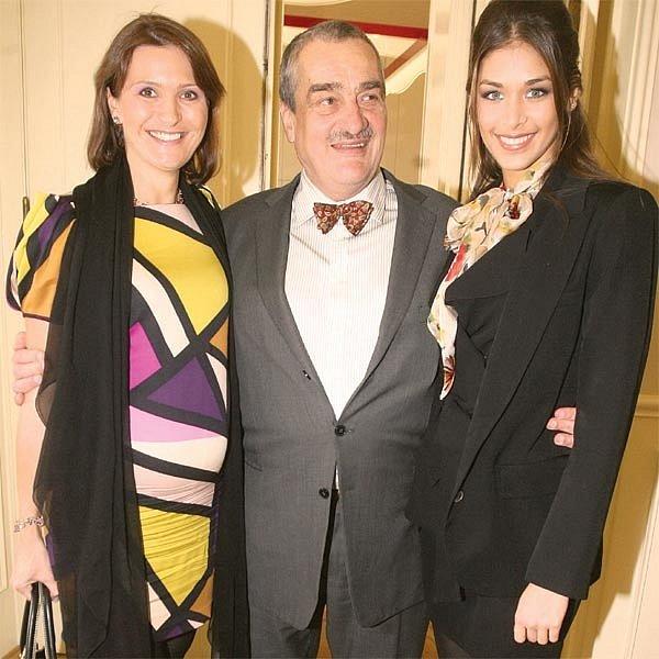 Michaela Maláčová (vlevo) a Karel Schwarzenberg přivítali Miss Universe Dayanu Mendozovou.