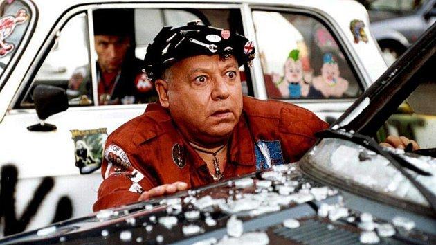 Pan účetní se vyžívá v bláznivých situacích. Paolo Villaggio jak si ho pamatujeme.