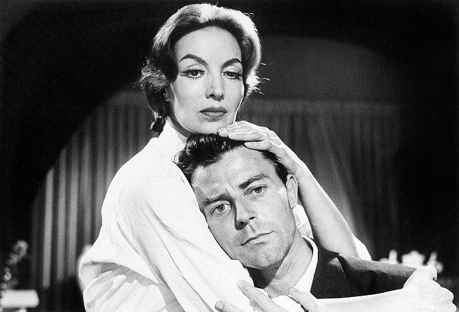 Poslední role vefilmu Horečka stoupá vEl Pao (1959). Nasnímku sMarií Felixovou.