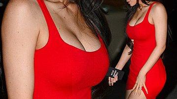 Víte kdo byl v červené tak neuvěřitelně sexy?