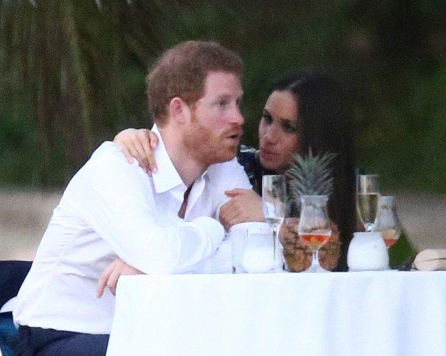 Meghan může na Harrym oči nechat.