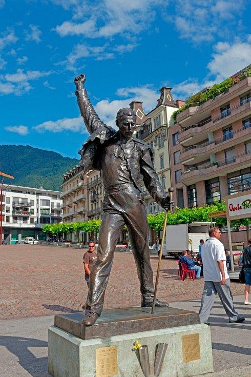 Ve švýcarském Montreux stojí Freddiehosocha. Ane náhodou.