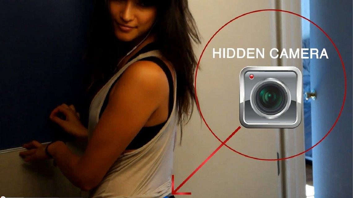 Две девочки дрочит на работе на скрытую камеру - порно