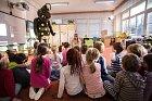 Ivana Jirešová učí děti hygienickým návykům.