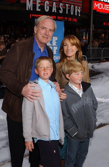 Jane sJamesem advojčaty Johnem aChristopherem. Tady ještě byli šťastná rodina.