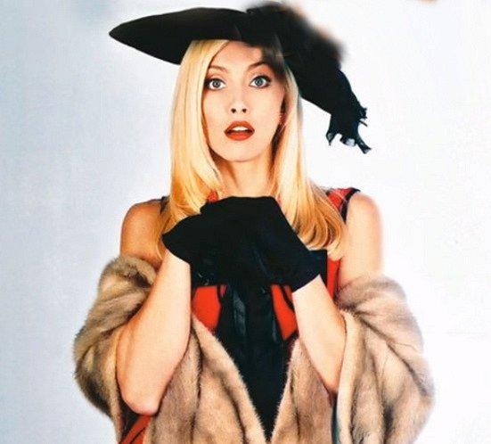 Tza Tza je sestra Valentýniny matky. Valentýnu miluje a miluje také Juana Angela. Bývala herečka, nyní vlastní penzion. Je to extravagantní avšak spravedlivá a férová žena, která razí heslo, každému, co mu patří.