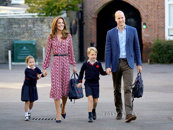 Oba přiznávají, že své děti nechtějí vést ve vědomí, že jsou členy královské rodiny. ,,Ani jeden nevědí, že jsou nejslavnějšími dětmi na světě a že oba mají nárok na trůn. Princ George se stará o své a hračky a vůbec netuší, že se stane příštím králem.