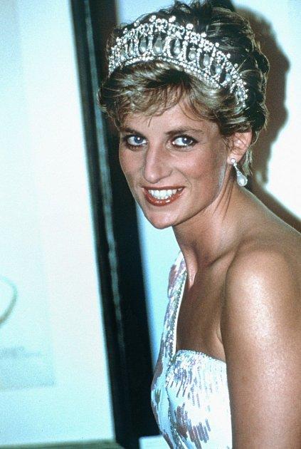 Princezna Diana se svou ikonickou perlovou čelenkou