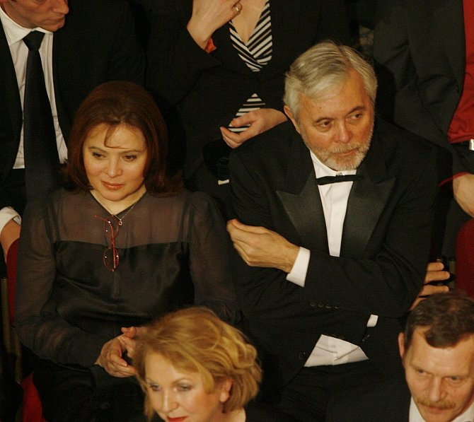 V roce 1976 se Josef Abrhám a Libuška Šafránková vzali a začali spolu hrát v mnoha filmech.