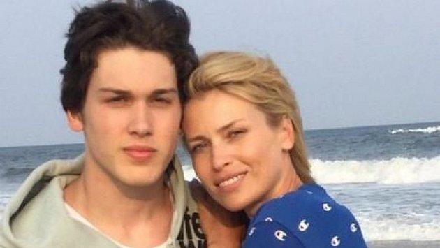 Daniela Peštová se svým nejstarším synem Yannickem.
