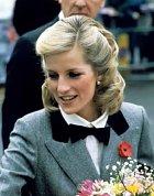 Lady Diana byla princezna z Walesu. Vzala si za manžela prince Charlese a také se s ním rozvedla.