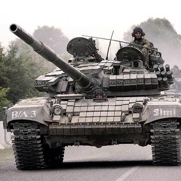 Do konfliktu v Osetii se zapojily tanky na všech stranách.