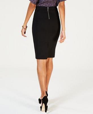 Tužková sukně by neměla chybět žádné ženě.