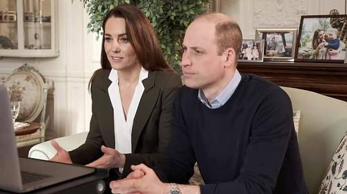 Kate Middleton zaujala bílou blůzkou.