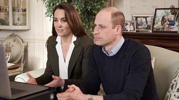 Kate Middleton zaujala bílou blůzkou