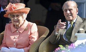 FOTOGALERIE: Královna Alžběta a Princ Philip slaví 71. výročí svatby