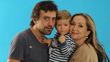 Bára Basiková s rodinou