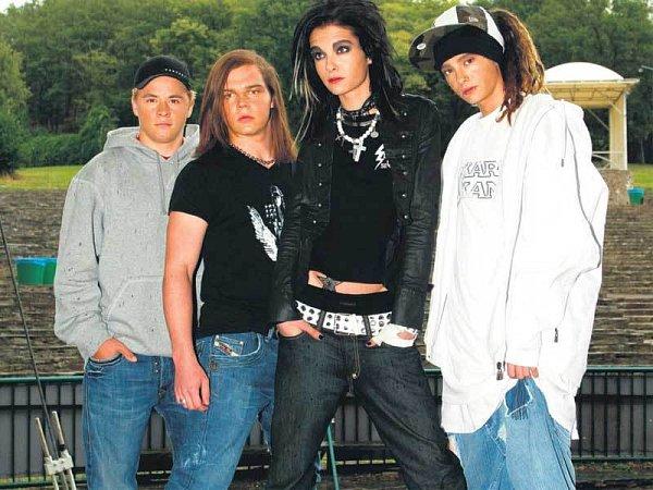 Kapele Tokio Hotel nakonec tleskalo kolem 8000příznivců.