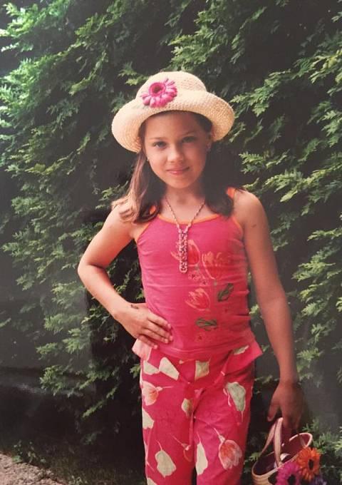 Eva v devíti letech.