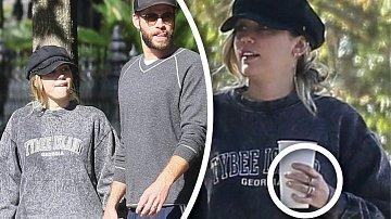 Miley má na ruce další prstýnek...