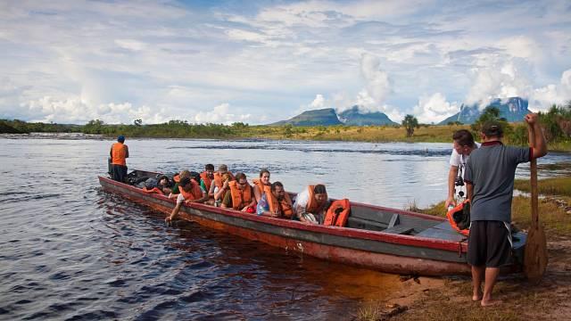 Bez povinných vest indiáni turisty nenaberou.
