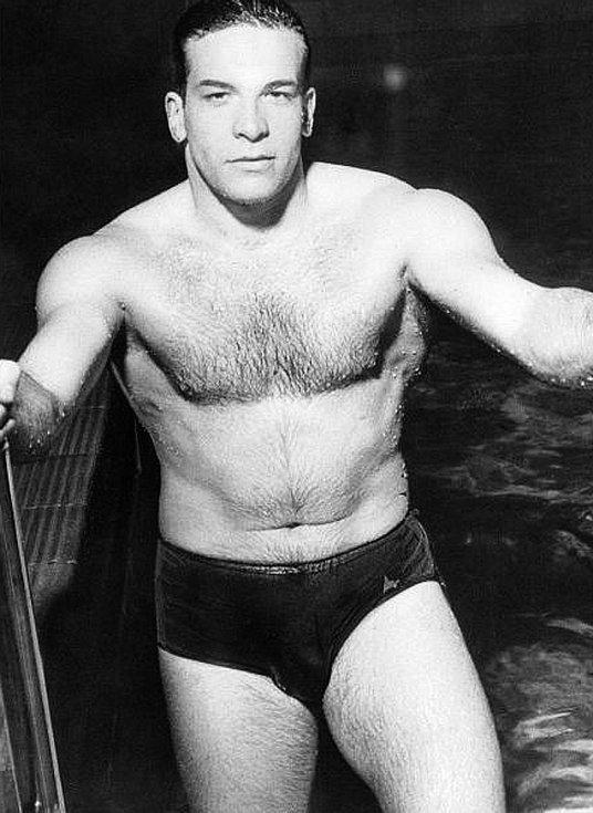 Jako první Ital zaplaval 100 metrů zaméně než minutu.