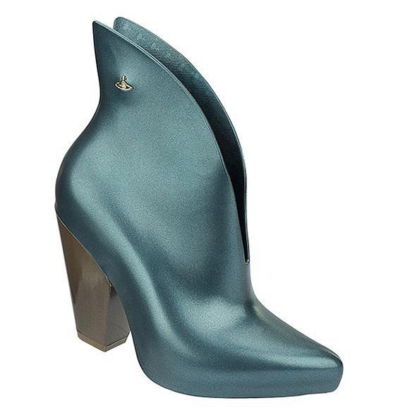 Alespoň jedny luxusní designové boty od návrháře byste vlastnit měla.