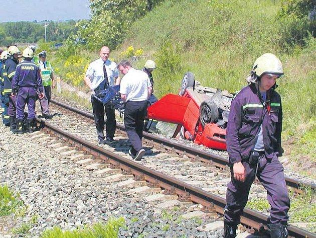 Sobotní srážka Škody Fabie s osobním vlakem.