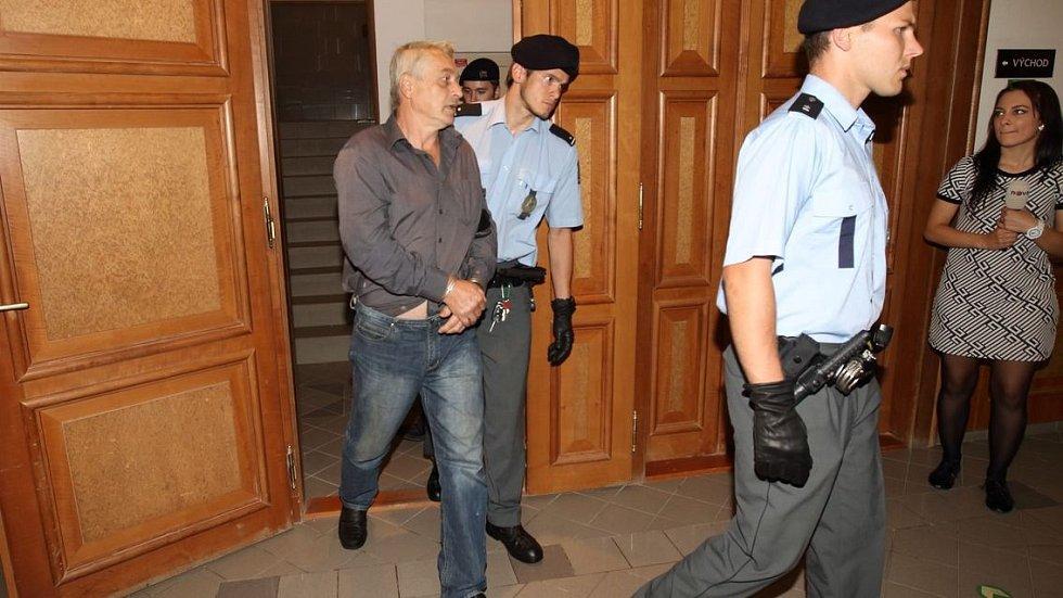 Josef Rychtář vypadal u soudu unaveně.