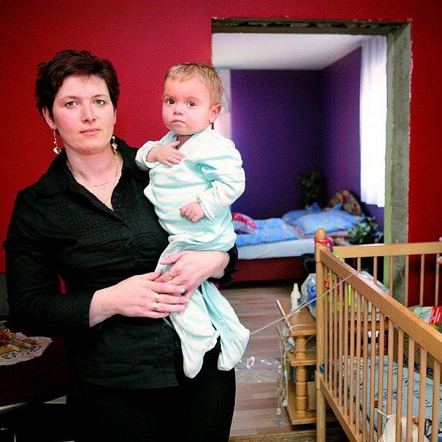Paní Orságová se synem Filípkem teď žijí u příbuzného v Novém Hrozenkově