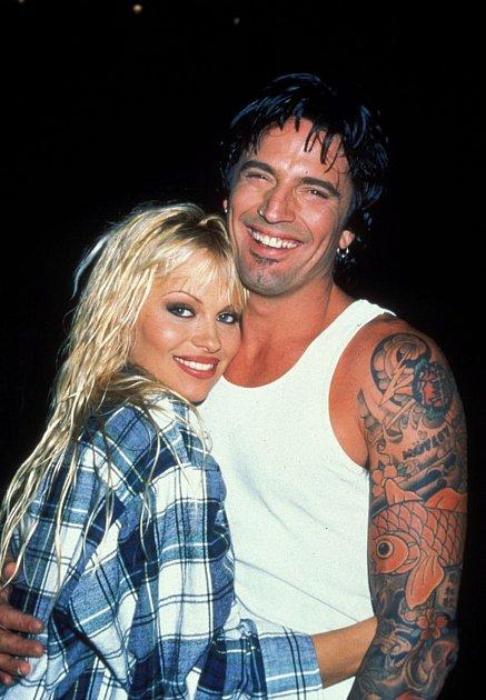 Pamela Anderson a Tommy Lee se zasnoubili a vzali po 4DNECH!