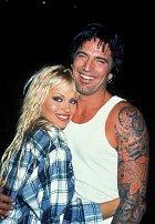 Pamela Anderson a Tommy Lee se zasnoubili a vzali po 4 DNECH!