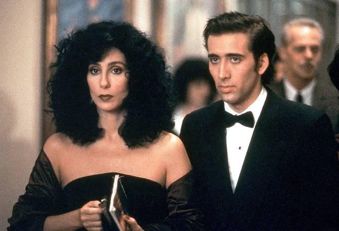 41 let: Vkomedii Pod vlivem úplňku (1987) měla pletky s  Nicolasem Cagem.