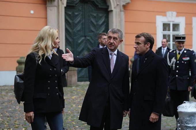Při návštěvě prezidenta Macrona se oblékla velmi nudně.