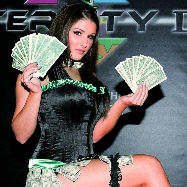 Zahájení prodeje Eternity bylo ve velkém stylu. Modelka Lucy slibovala snadno vydělané jmění.