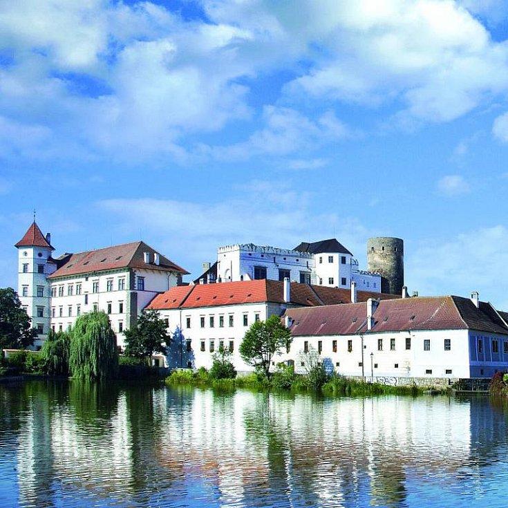 Rybník Vajgar je zasazen v samotném centru Jindřichova Hradce.