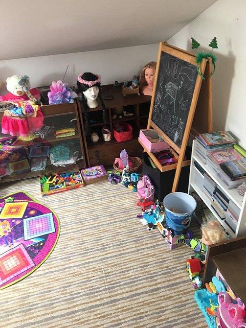 Malá Eliška má pokoj královsky vybaven.