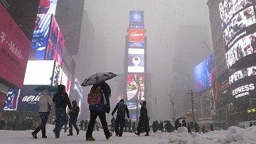 Kdo byl někdy nanewyorském Times Square, ví, jaké má kouzlo. Ato proslulému náměstí zůstalo ivbílém oblečku.