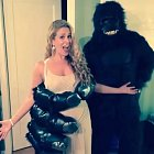 Cacee Cobb a Donald Faison jako King Kong a jeho milá.