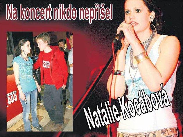 Natalie Kocábová měla asi jiné představy o pondělním koncertě v Lucerna Music Baru. Určitě čekala, že přijde víc lidí. Ještě že byl po ruce přítel Štěpán, který Natalii hned po vystoupení odměnil polibkem.