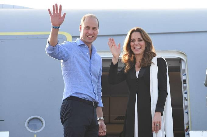 """Harryho otec, princ Charles z Walesu, byl údajně """"rudý vzteky"""" stejně jako Harryho bratr princ William. Královna je údajně také """"hluboce rozrušená""""."""