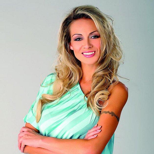 Martina Gavriely se poprvé objevila v televizi v živě vysílaném pořadu Sexy šance. Příprava na VIP zprávy jí zabrala dva měsíce a před každým dílem stráví v redakci osm hodin.