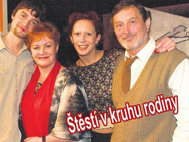 Věra Galatíková si užila Velikonoce se svou rodinou. Zleva syn Ladislav, Věra, dcera Kristýna a manžel Ladislav Frej.