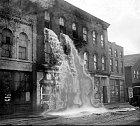 Během detroitské prohibice roku 1929 se alkohol vyléval ven oknem.